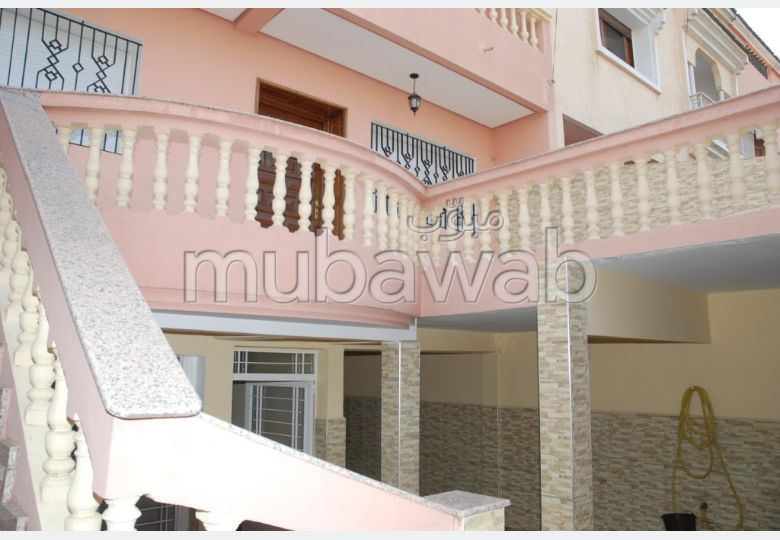 Splendid villa for sale in Hay Chrifa. Large area 471 m². Parking spaces and terrace.
