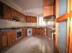 شقة جميلة للبيع بالدارالبيضاء. المساحة الإجمالية 141 م². إقامة آمنة ومجهزة بنظام استقطاب قنوات الأقمار الصناعية.