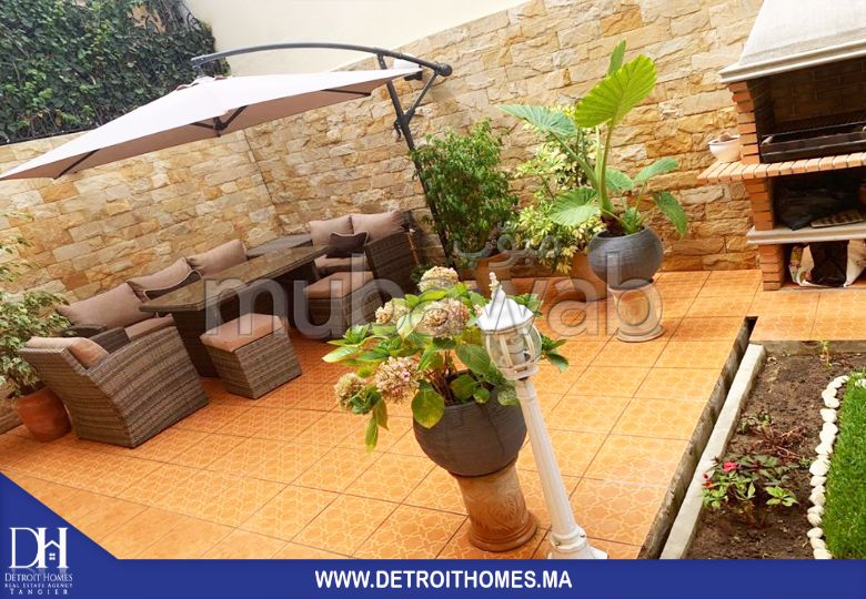 Luxury villa for sale. 4 lovely rooms. Private garden, Cellar.