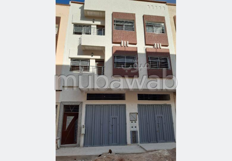 شقة رائعة للبيع بفاس. المساحة 85 م². باب متين ، صالون مغربي.