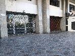 Oficinas y locales comerciales en venta en Administratif. Superficie de 126 m². Bodega, gran terraza.