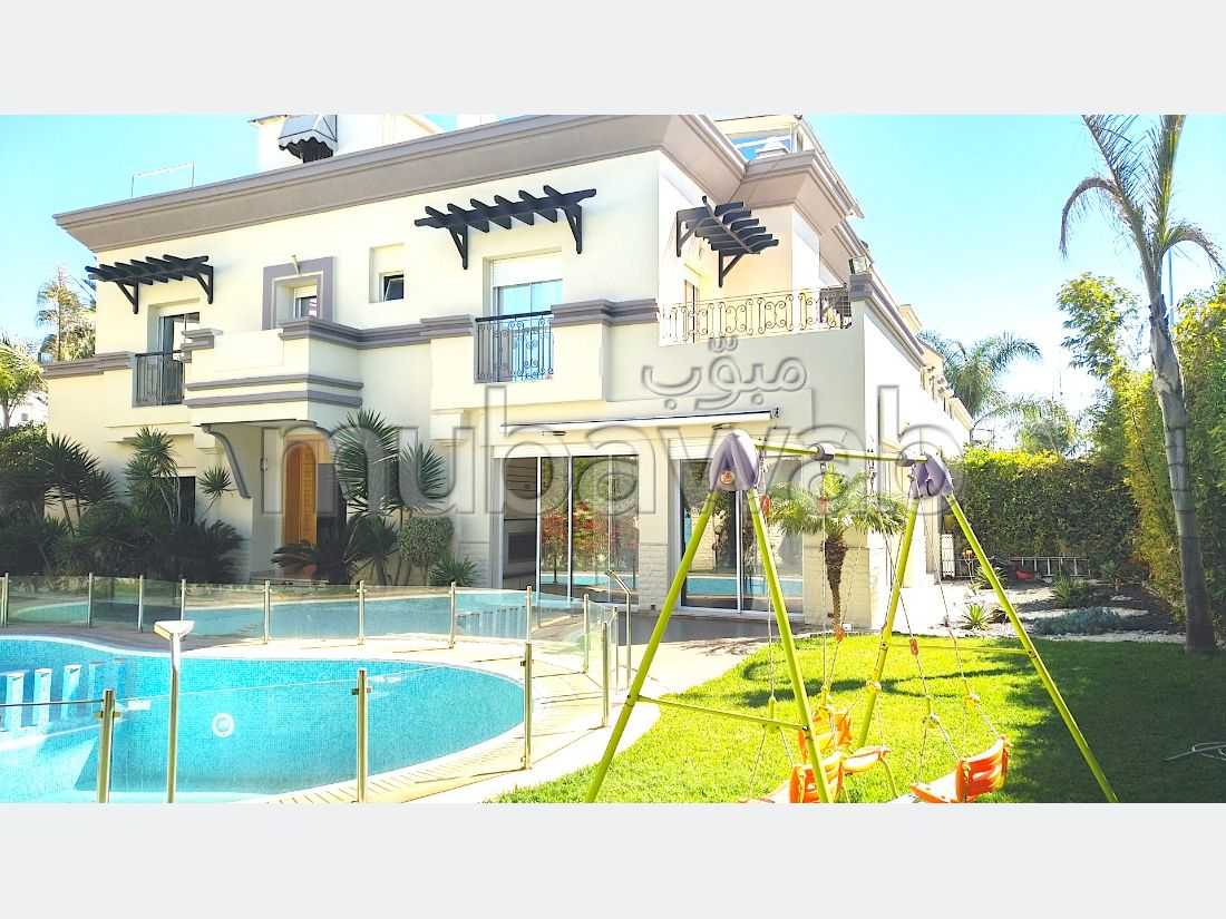 Magnificent villa for sale in Californie. Area of 550 m². Furnished.
