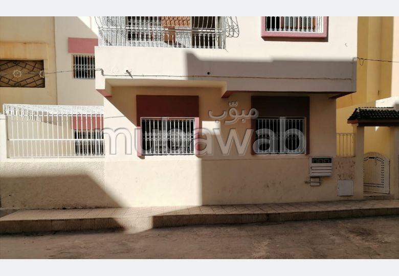 شقة جميلة للبيع بفاس. المساحة 109 م². شرفة مشرقة.