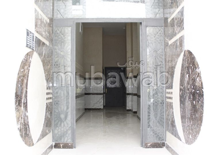 Sale of a lovely apartment in Ahlane. 2 Master bedroom. Terrace and lift.
