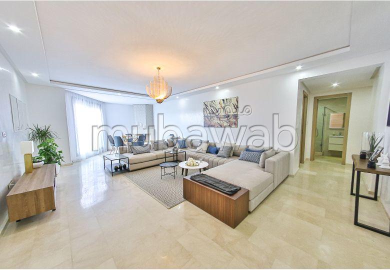Magnífico piso en venta. 4 Sala de estar. Sistema de aire condicionado.