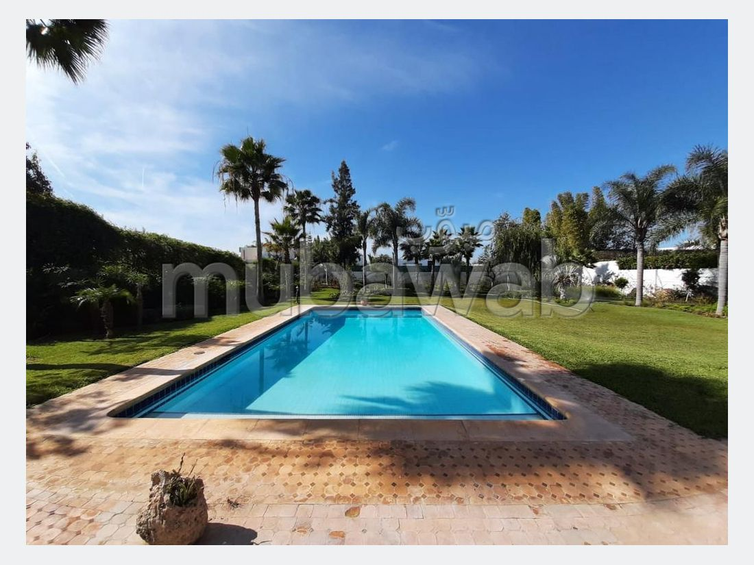 Villa bien retapé à VENDRE situè à Souissi Rabat