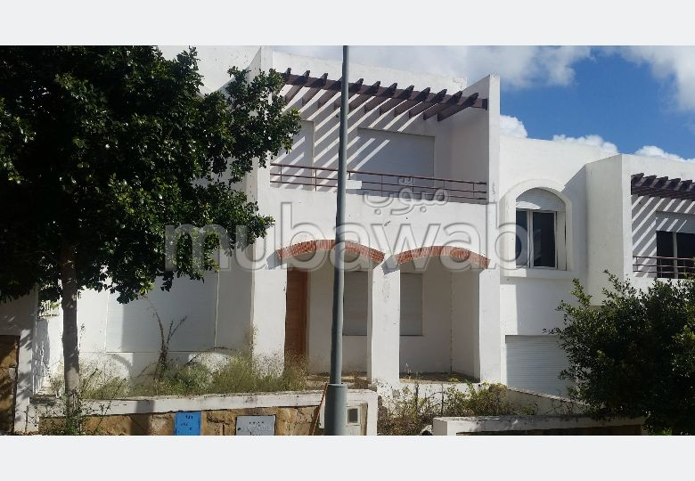 Splendid villa for sale in Route Nationale Assilah (N1). 4 beautiful rooms. Caretaker service, fireplace.