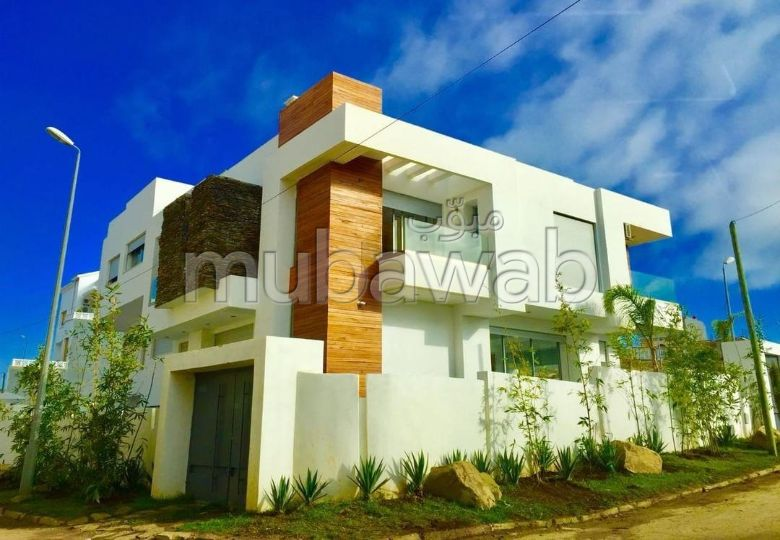 منزل فخم للبيع بطنجة. المساحة الكلية 400 م². باب متين ، صالون مغربي.