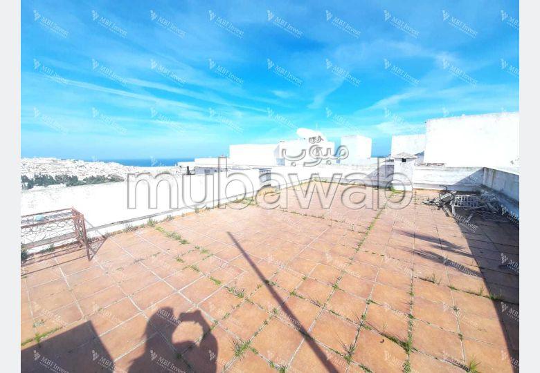 بيع شقة بوسط المدينة. المساحة الإجمالية 93.0 م². المرآب والشرفة.