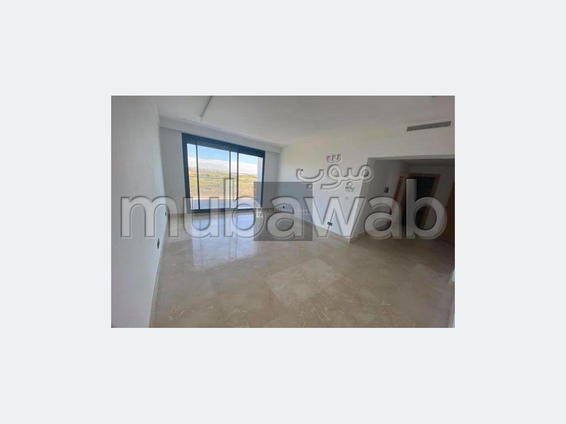 شقة رائعة للايجار ببوسكورة. المساحة الإجمالية 134 م². المرآب والشرفة.