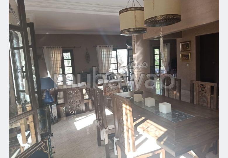 Casa en venta en Route de Fez. Area 300 m². Piscina y chimenea.
