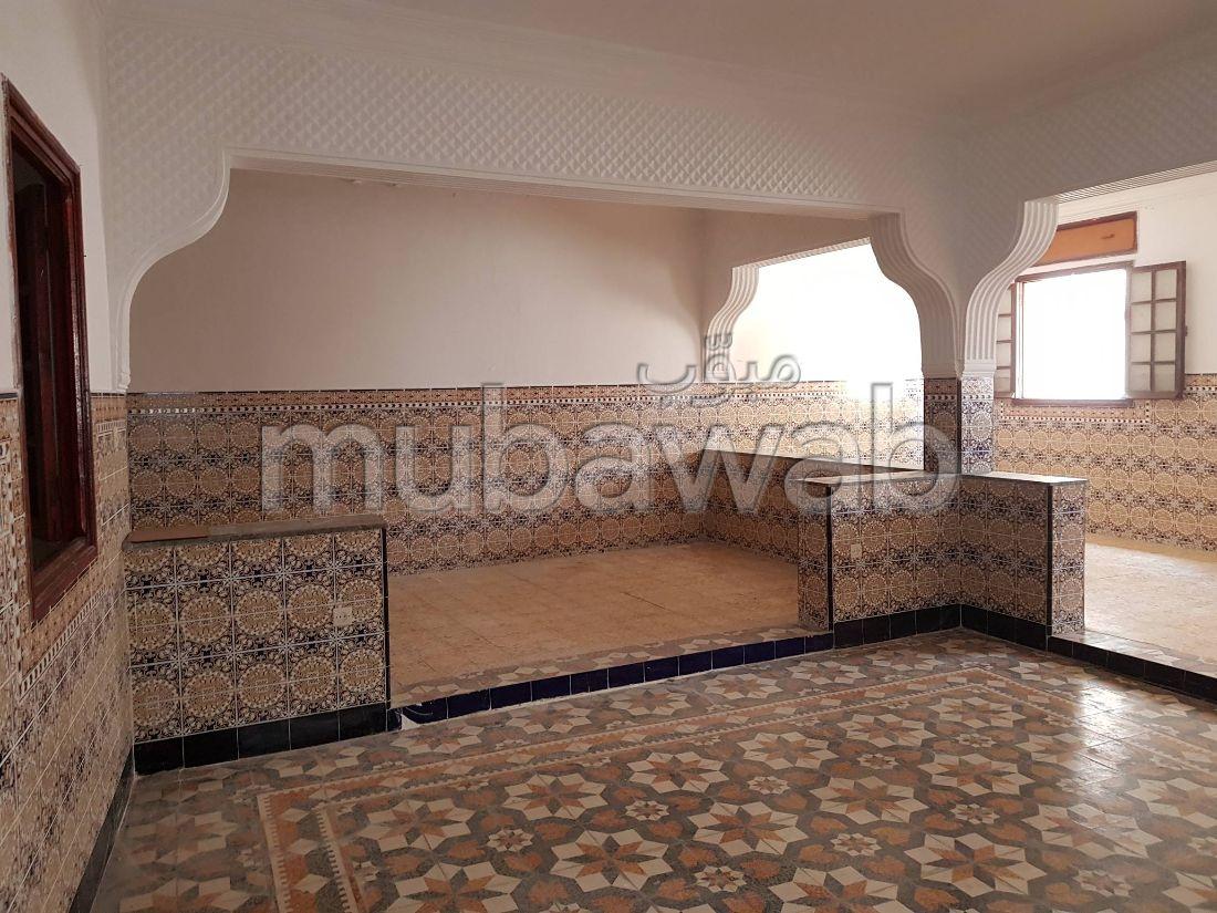 منزل جميل جدا للبيع ب مرشان. 7 قطع كبيرة. شرفة.