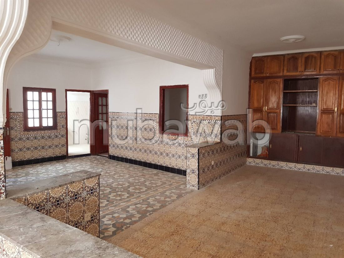 House for sale in Marchan. 5 beautiful rooms. Terrace.