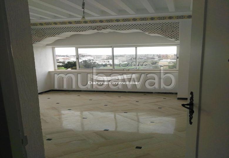 Vente d'un bel appartement. Superficie 121 m². Climatisation et piscine.
