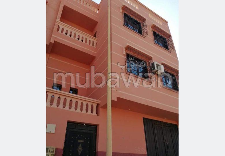 Maison à l'achat à Route de Safi. 1 Pièce. Salon avec décoration marocaine.