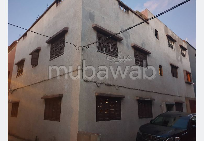 House for sale. 3 large living areas. Moroccan Living room.