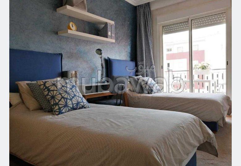 شقة للبيع ببوسكورة. المساحة الكلية 85 م². شرفة ومصعد