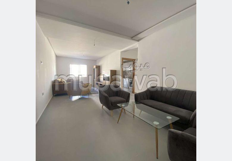 شقة جميلة للبيع بطنجة. 4 قطع كبيرة. شرفة ومصعد.