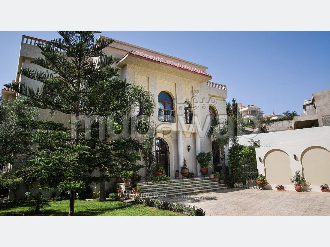 Fabulous house for sale. Area 1086 m². Furnished.