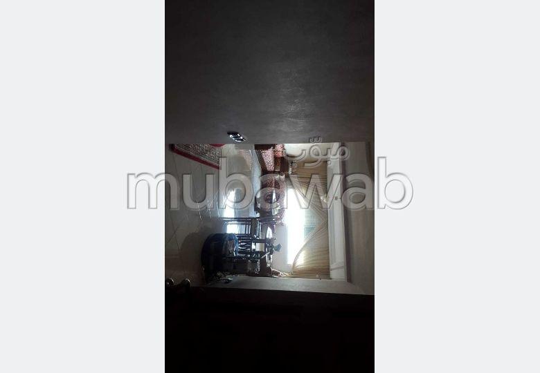 بيع شقة ب معمورة. 3 غرف. صالون مغربي، و خدمة الأمن والحراسة.