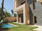 Belle villa moderne récente de 563 m2 à l'oasis