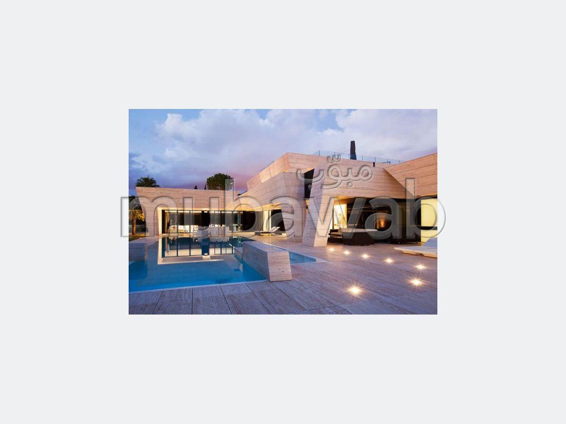 Villa Ultra Moderne Neuve de 2700 m2 à Californie