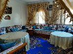شقة رائعة للبيع بمراكش. 2 غرف ممتازة. صالون بديكورات مغربية.