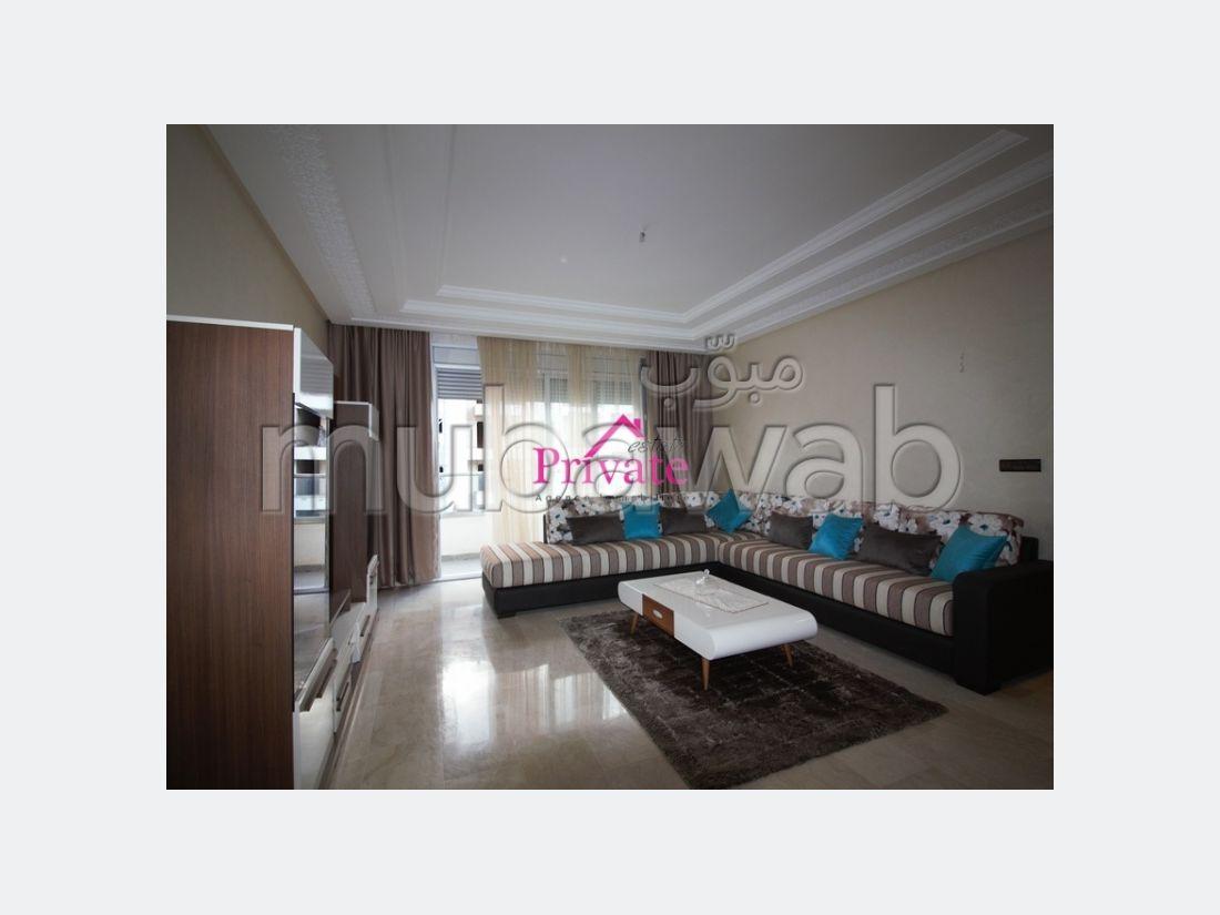 شقة للإيجار بطنجة. المساحة الإجمالية 130 م². تلفاز.