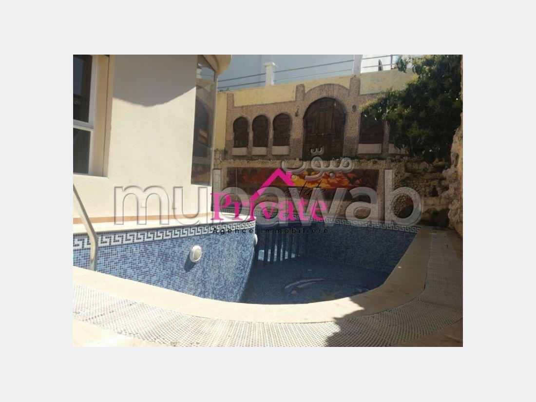 Villa de lujo en venta en Bella Vista. Dimensión 450 m². Bodega, gran terraza.