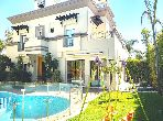 Fabulous villa for sale. Small area 640 m². Garden and garage.