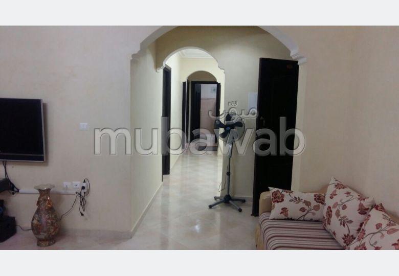 شقة رائعة للبيع بطنجة. المساحة الكلية 104 م². مطبخ مجهز.