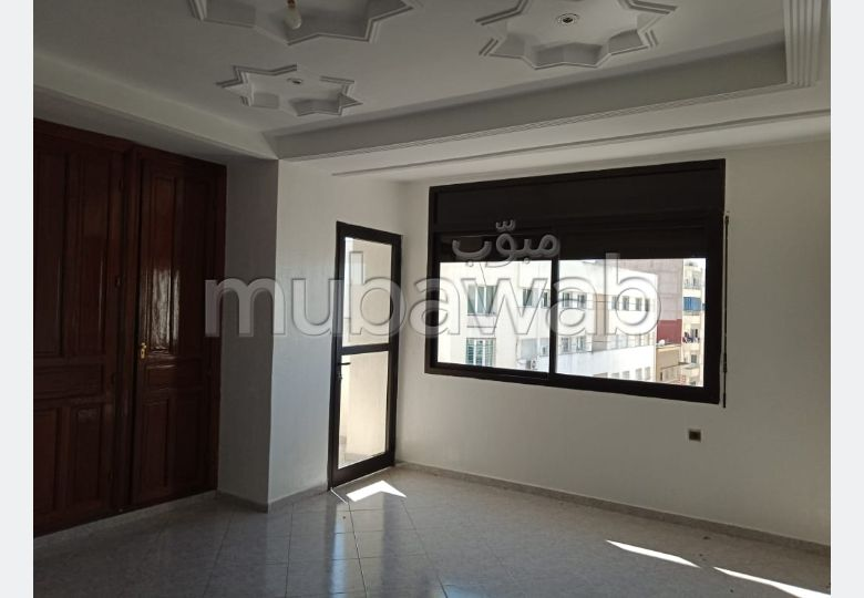 بيع شقة بفاس. المساحة 194 م². صالة أصيلة ، طبق الأقمار الصناعية.