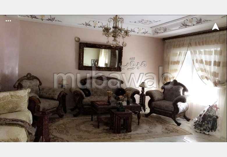 High quality villa for sale. Small area 168 m². Traditional Moroccan living room, secured residence.