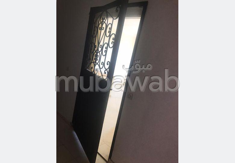 شقة رائعة للإيجار بمراكش. 2 قطع كبيرة. باب متين ، صالون مغربي.
