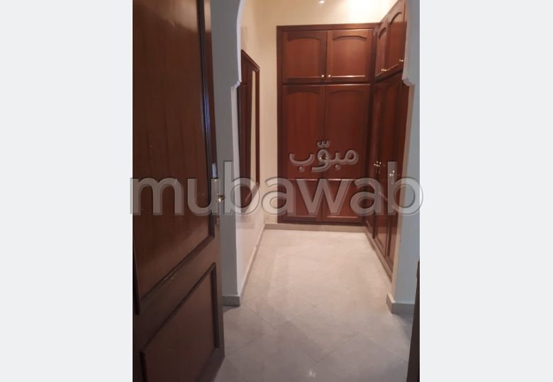 Sale of a lovely apartment. Surface area 217 m². Fireplace and caretaker.