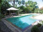 فيلا فاخرة للبيع بالدارالبيضاء. 7 قطع رائعة. الراحة الكاملة مع حمام سباحة ومدفأة.