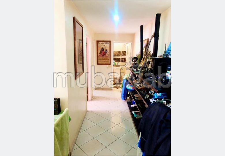 شقة رائعة للبيع بحي السلام. 2 غرف جميلة. المناطق الخضراء ومصعد.
