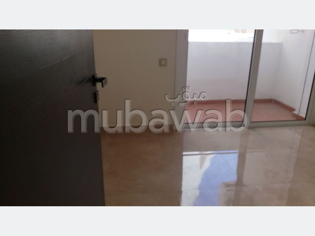 Apartment for sale. 2 Large room. Living room with Moroccan decor, General satellite dish system.