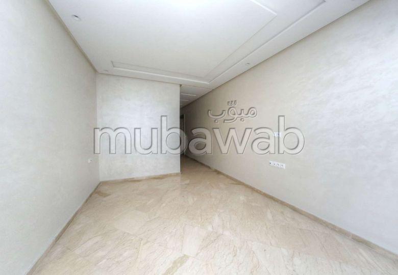 Bonito piso en venta en Belvédère. Pequeña superficie 94 m². Sin Ascensor, balcón.