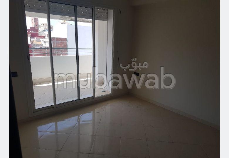بيع شقة بطنجة. المساحة 104 م². تتوفر الإقامة على خدمة الكونسياج ونظام تكييف الهواء.