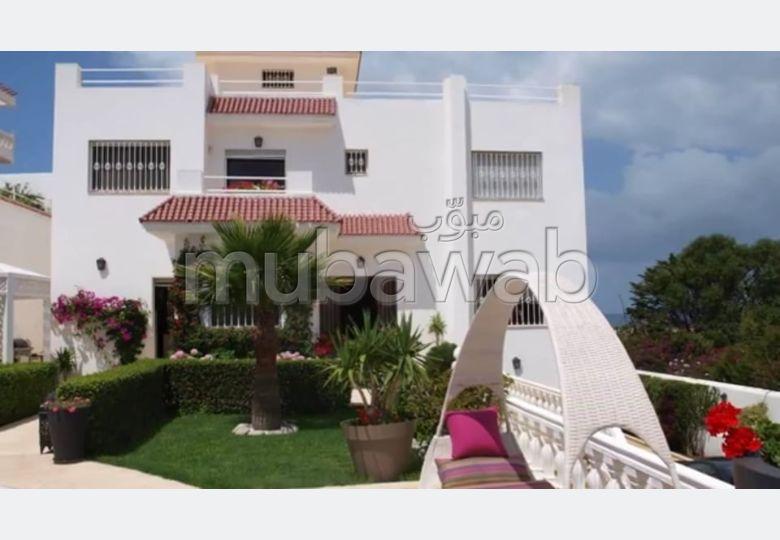 منزل ممتاز للبيع بطنجة. 6 غرف جميلة. مسبح  وخدمة الكونسياج.