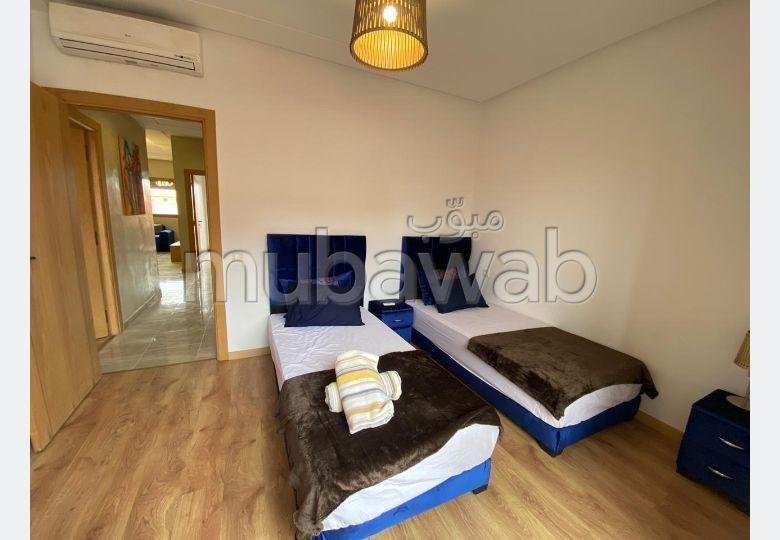 شقة رائعة للإيجار بطريق اسفي. المساحة الإجمالية 96 م². مفروشة.