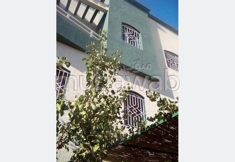 Splendid villa for sale. 5 lovely rooms. Secured door, furnished Moroccan living room.