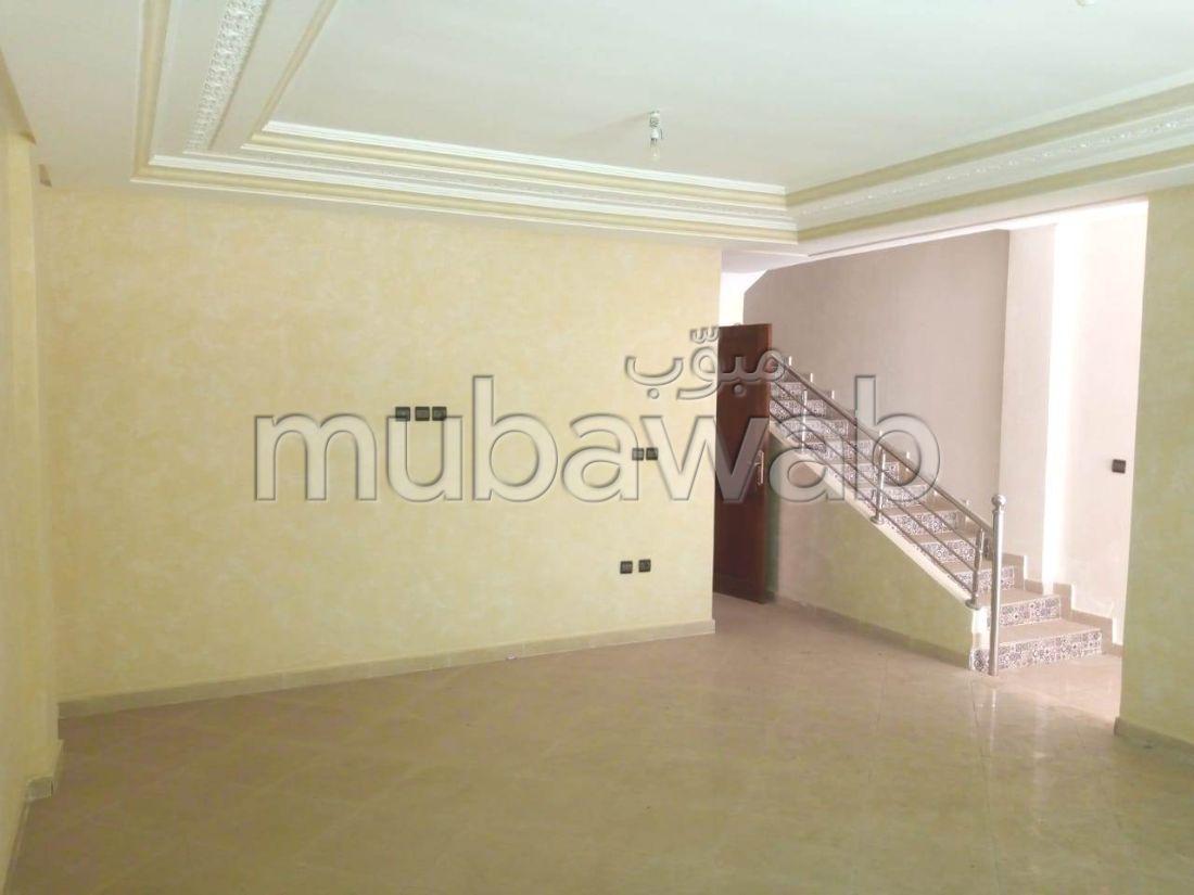 Magnífica casa en venta en El Hadadda. 5 Sala de estar. Plazas de parking y terraza.