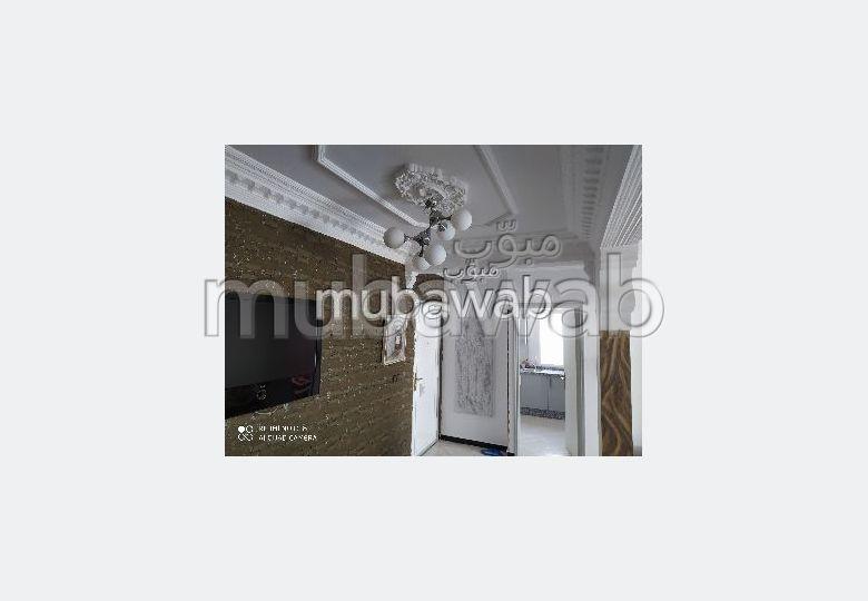 شقة رائعة للبيع ب ايبرية. المساحة الإجمالية 90 م². صالة تقليدية ونظام طبق الأقمار الصناعية.