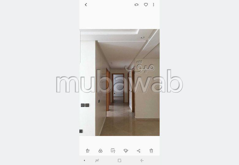 شقة للبيع ب الحدادة. المساحة الكلية 86 م². إقامة بالبواب ، ومكيف هوائي.