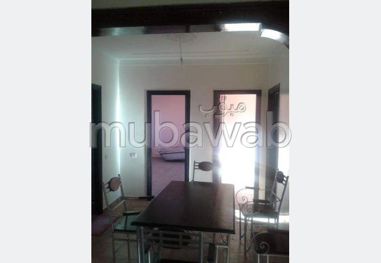 Bonito piso en alquiler. Pequeña superficie 122 m². Puerta blindada, seguridad.