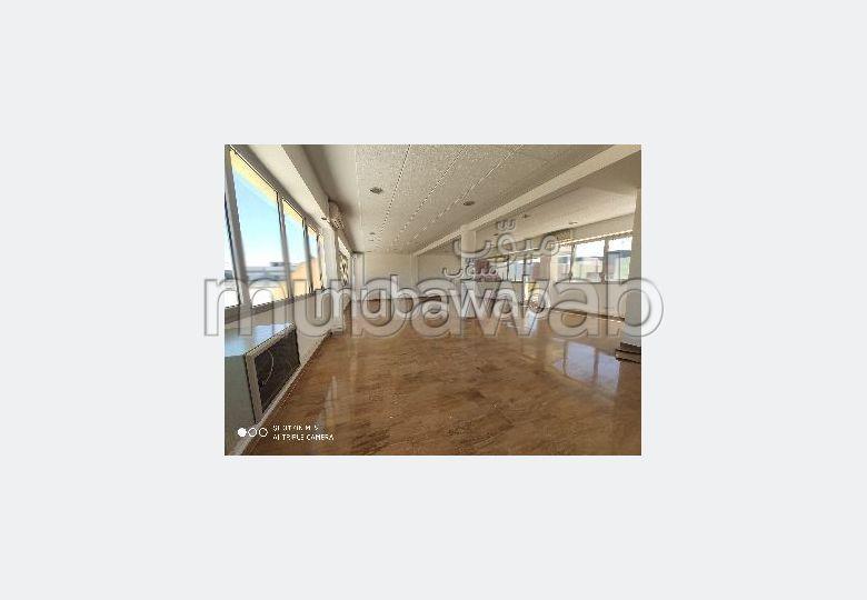 Un joli Bureau en location à Sidi Maarouf. Superficie 256 m²