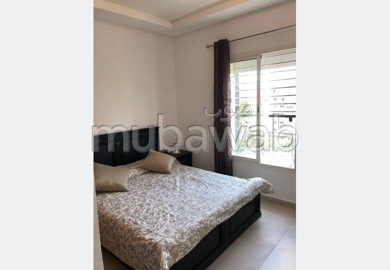 شقة للبيع بالقنيطرة. المساحة الكلية 108 م². المرآب والشرفة.
