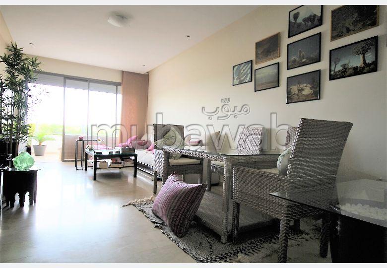 شقة للشراء بدار بوعزة. 2 غرف رائعة. مسبح  وخدمة الكونسياج.
